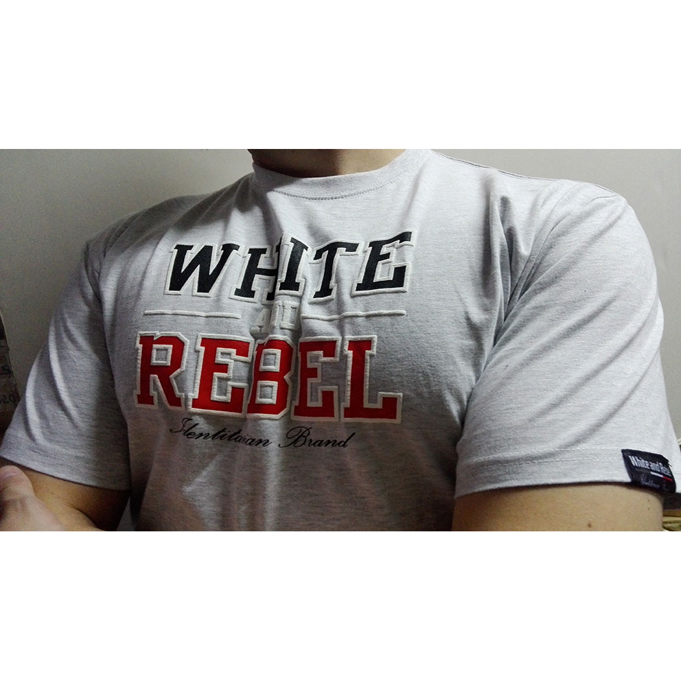 CAMISETA WHITE and REBEL GRIS